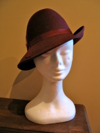 Vintage 1940s Ladies Burgundy Fedora Hat with Feather