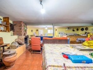 the living room with sky bar %e3%83%90%e3%82%a4%e3%83%88 choosing a painting for property sale in espinosa de henares guadalajara houses and flats idealista