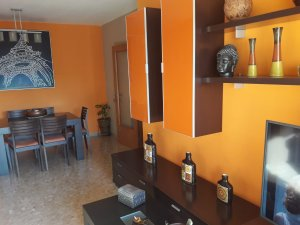 the living room with sky bar %e3%83%90%e3%82%a4%e3%83%88 ergonomic chairs for property sale in campclar tarragona houses and flats idealista