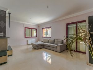 the living room with sky bar %e4%b8%80%e4%bc%91 aquarium property for sale in coin malaga houses and flats idealista premium