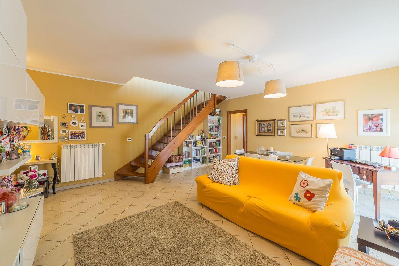 Appartamento Su Due Piani In Vendita In Via Tirino Snc