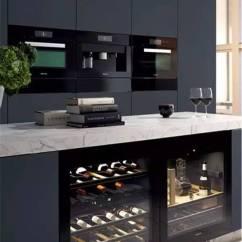 Kitchen Electrics Modern Light Fixtures 世界顶级厨电品牌 豪宅里那些叫不出名字的逆天设备 界面新闻 生活 其嵌入式厨房电器风格多变 且在设计线条和选择颜色时保持一致 适合最多样的室内设计和厨房家具前端 无论家中的厨房是何种风格 它都能够完美搭配