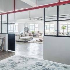Kitchen Reface Depot Oxo Supplies 设计宅 香港仓库改造工业风loft 公寓 里面住了对夫妇和五只宠物 界面 Lim Lu 的联合创始人elaine 说 我们从周围的工业建筑群中获得灵感 想着是否可以把这种工业风格和纽约loft 的理念结合起来 以此来重新设计这套公寓