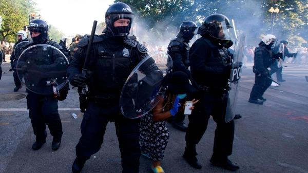 爆料:白宮外抗議疑有中領館人員參與 特工撤離前玉石俱焚(圖) 安提法   Antifa   抗議   外國   時事   看中國網