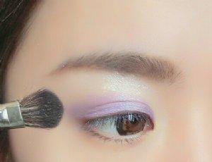 【圖】紫色眼影顏色搭配和畫法 6個小步驟教你眼影的畫法和技巧_伊秀美容網 yxlady.com