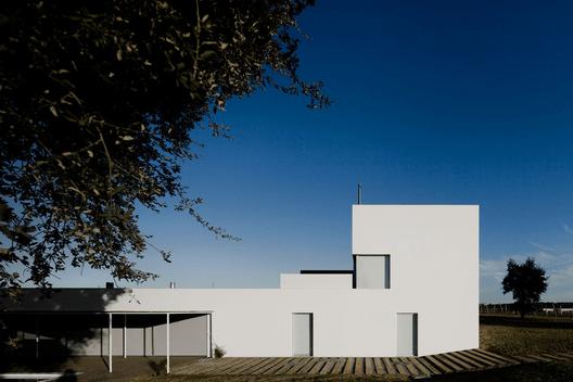 Habitações em valadas, L'And vineryards resort Montemor-O-Novo / João Luís Carrilho da Graça. Image © FG+SG – Fernando Guerra, Sergio Guerra
