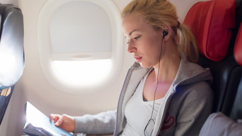 Things you should never wear on an airplane
