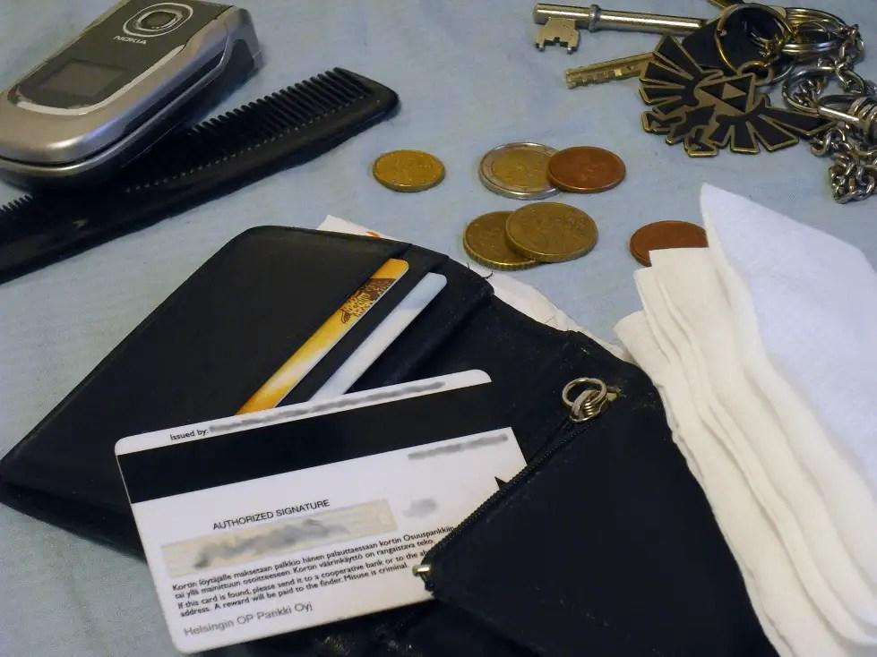 Joskus miettii taskuja tyhjentäessään, ovatko kaikki hyötyesineet hyödyllisiä ja arvoesineet arvokkaita. Ja kyllä, yritän leveillä avaimenperälläni.