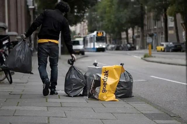 Una bolsa semitransparente para dar una segunda oportunidad a lo que tiramos a la basura