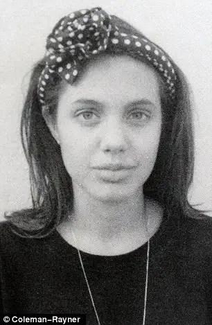 noticias Fotos desenterradas del pasado de Angelina Jolie