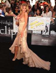 AnnaLynne McCord leggy with great cleavage at The Twilight Saga: Eclipse Premiere in LA - Hot Celebs Home