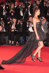 Jessica Alba leggy and cleavagy at premiere of Machete at The 67th Venice International Film Festival - Hot Celebs Home