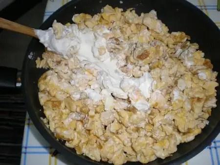 Revuelto de huevos con queso