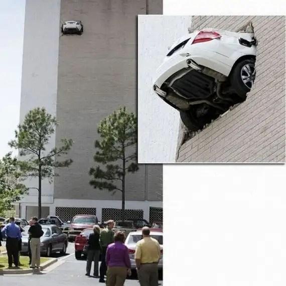 20393419 - Accidentes bizarros de coches