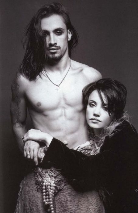 Married Couple Wallpaper With Quotes Nuno Bettencourt And Suze Demarchi Photos News And Videos