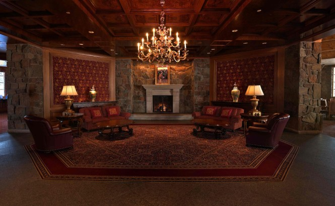 Glass Chandeliers And Ling Wood Fireplaces At Snowbasin S Earl Lodge Take Apres Ski To A New