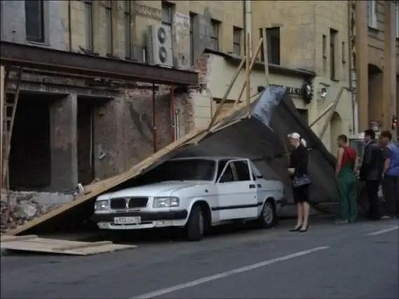 77922643 - Accidentes bizarros de coches