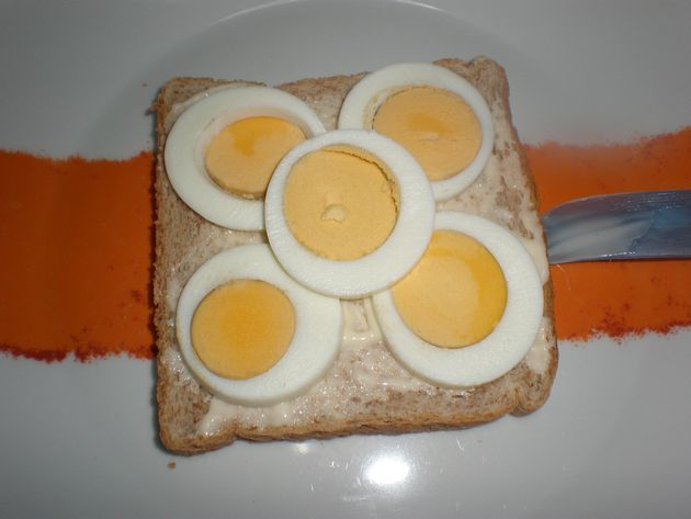 Pan de molde con mayonesa light y huevos