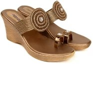 Balujas Madison Avenue Wedges: Sandal