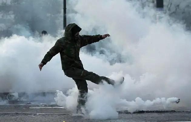 1329071321029foto3gd - Atenas arde por la aprobación de los recortes en el Parlamento