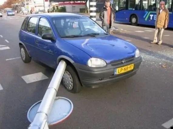 16444379 - Accidentes bizarros de coches