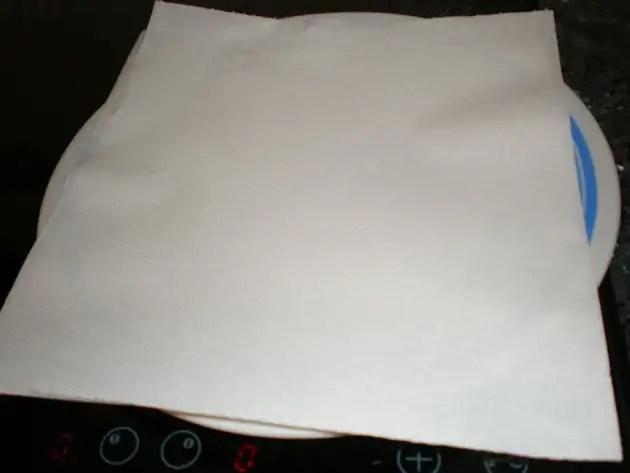 Plato con papel absorbente