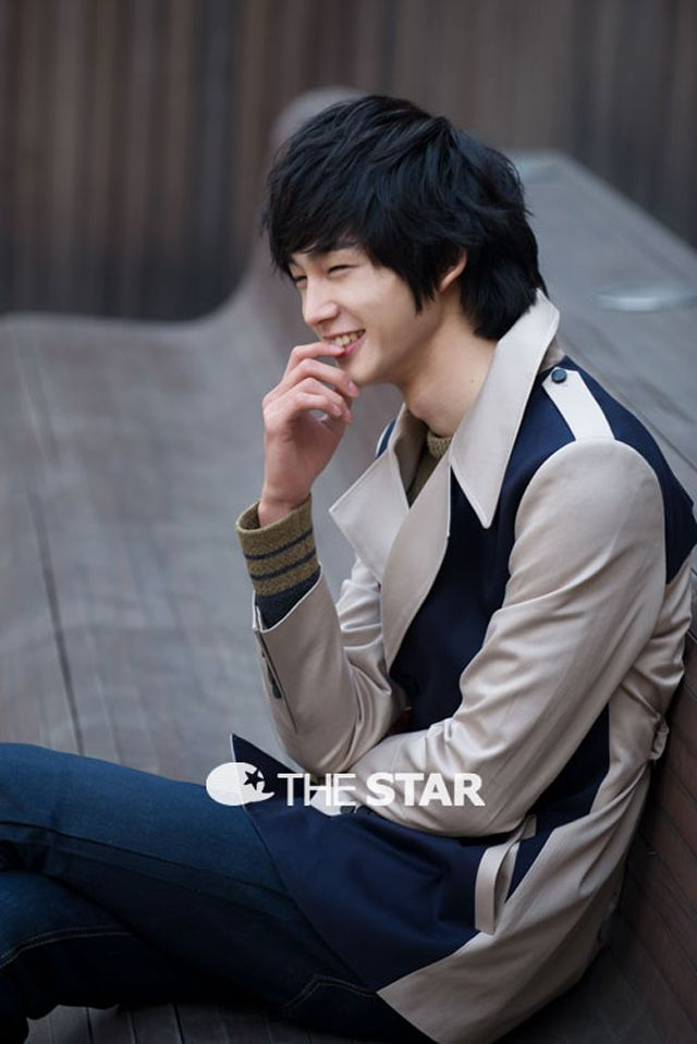 Strap Those Fangirl Hearts Lee Won Geun For The Star