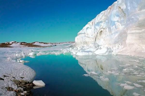 28157013 - Estación Rusa en la Antártida