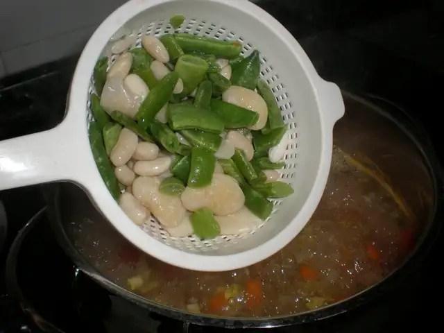 Meter la verdura de paella