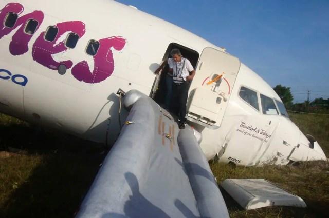20110730t203106z1579227 - Ningún fallecido tras partirse el avión del vuelo BW523