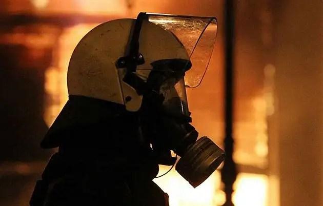 1329082312025gre2gd - Atenas arde por la aprobación de los recortes en el Parlamento