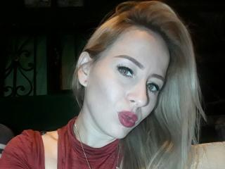MichelHott (Female, 24)