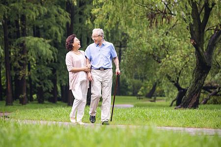 幸福一家人公園散步高清圖片下載-正版圖片501049644-攝圖網