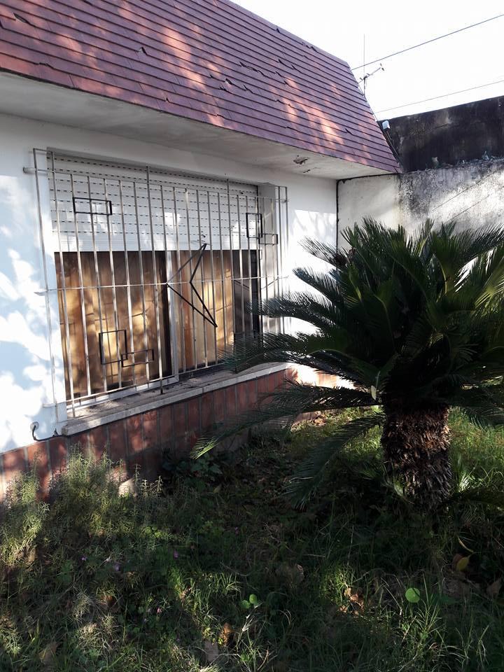 Venta Casa Al Frente de 1 Dorm Cocina Comedor Living Bao Amplio Jardin con Cesped y Arboles Santa Fe  ZonaProp