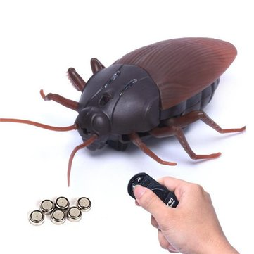 Tricky Infrared Simulation Remote Control Creepy Insect Cockroach