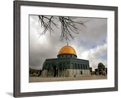 Golden Dome Of The Rock Mosque Inside Al Aqsa Mosque Jerusalem Israel Photographic Print Muhammed Muheisen Allposters Com