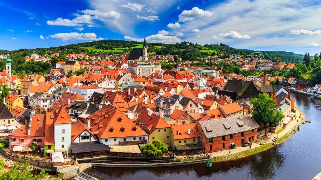 什么? 這個叫做CK的捷克小鎮比布拉格還要美! 紅遍全球的中世紀童話之城大起底-北美省錢快報 Dealmoon.com 攻略