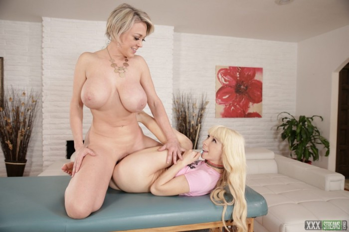 [FamilySexMassage.com] Dee Williams, Kenzie Reeves – Learning From The Best (2020)