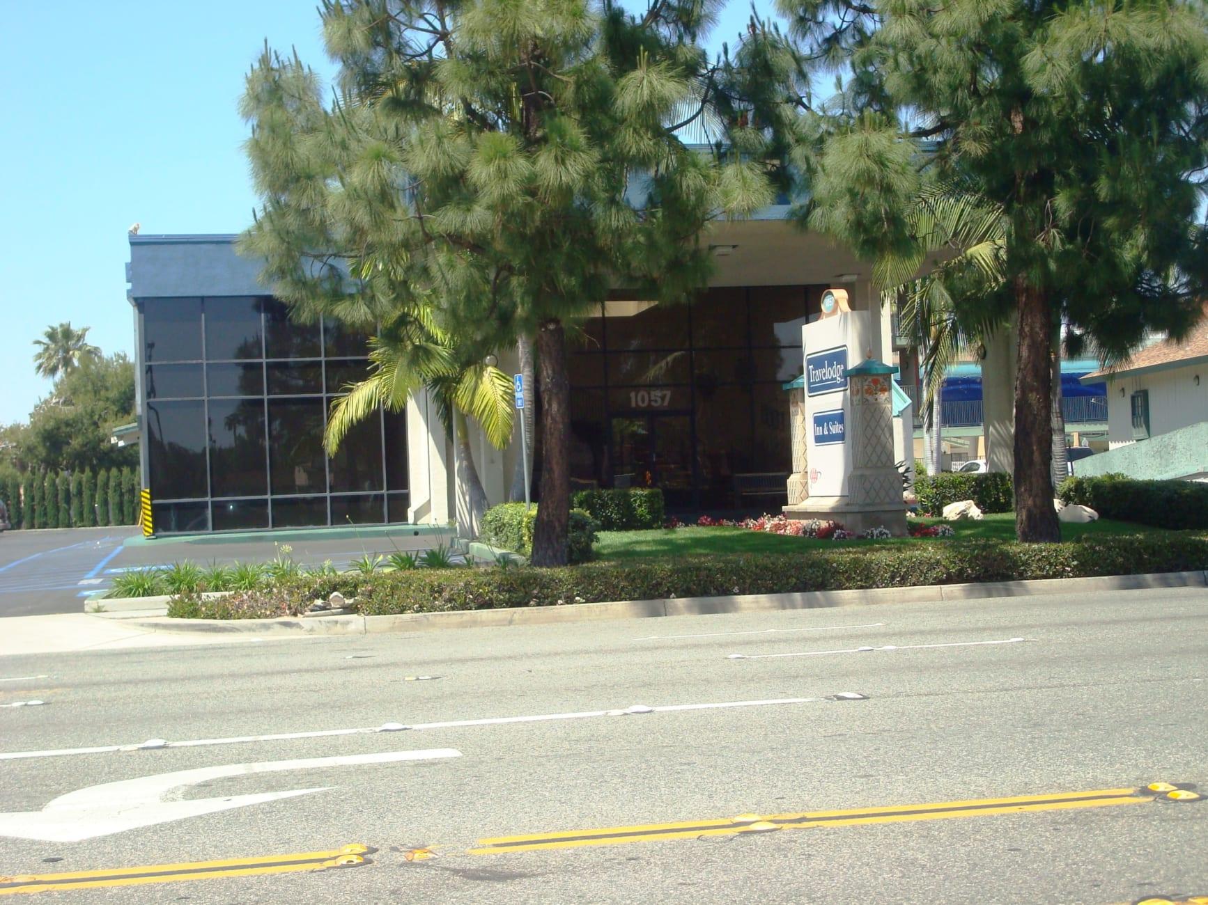 anaheim hotels with kitchen near disneyland butcher block island travelodge inn and suite on drive california
