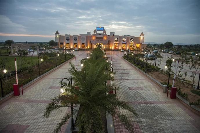 Resort The Grand Hira Resort Neemrana Neemrana Trivago Co Uk
