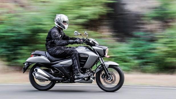 Suzuki Intruder 150 Action