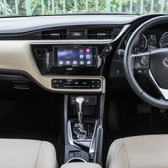 New Corolla Altis Vs Skoda Octavia Harga Terbaru Grand Avanza 2018 Hyundai Elantra A T Toyota Carwale The On Other Hand Looks Strikingly Similar To Outgoing One Until You Notice Mildly Revised Dash That Accommodates Redesigned Air Con