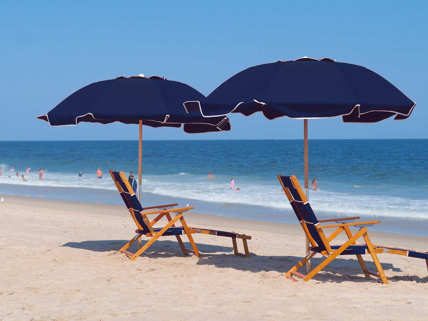 Beach Chairs With Umbrella Frankford Umbrellas Oak Wood Beach Lounge Chair With Foot Rest