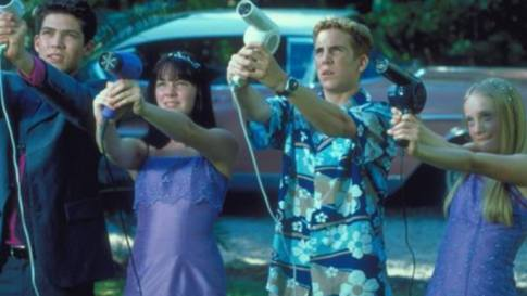 Still from Stepsister from Planet Weird with kids pointing hair dryers at an unseen foe in the sky