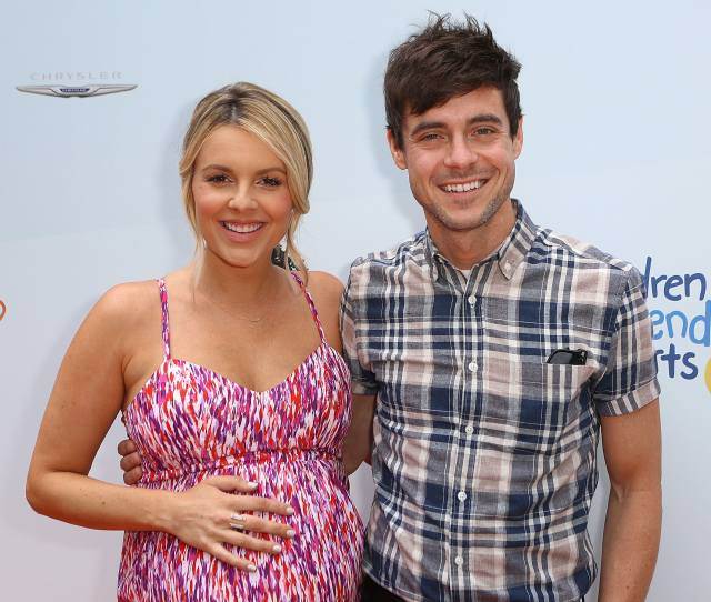 Bachelorette Star Ali Fedotowsky Claps Back At Sexist Parenting Tropes In The Best Way