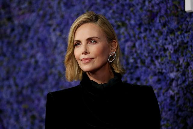 charlize theron's brown hair at the 2019 oscars is one of