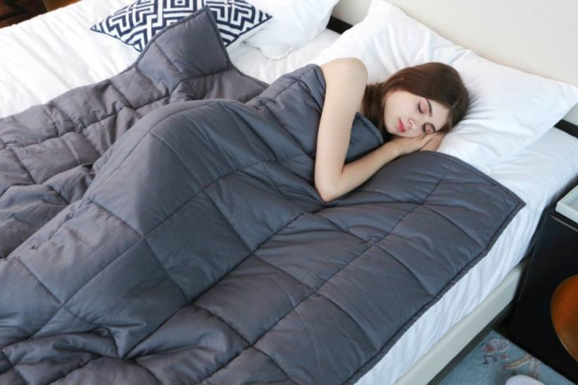 6 Benefits Of Using A Weighted Blanket Thatll Make You