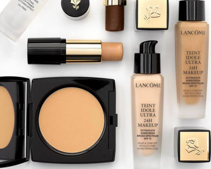 Should You Use Liquid Cream Or Powder Makeup? Here's ...