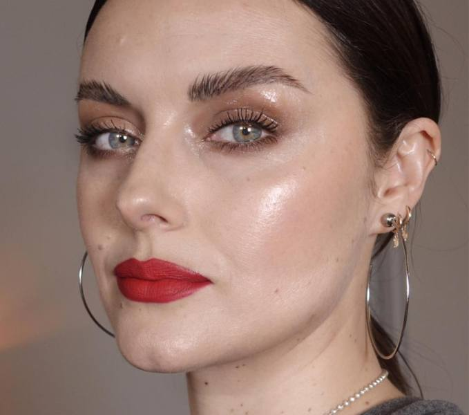 glossy makeup for oily