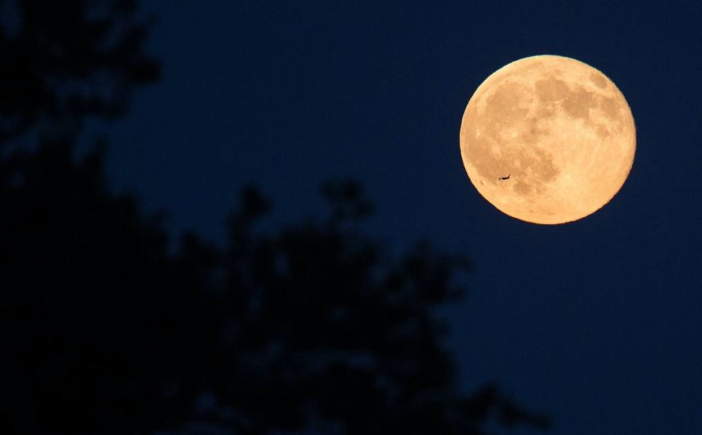 The april 2021 full moon, also known as this year's pink moon, is the first supermoon of 2021 — and it will rise on april 26 in the mysterious sign of scorpio. You need to see this spooky Blue Moon on Halloween